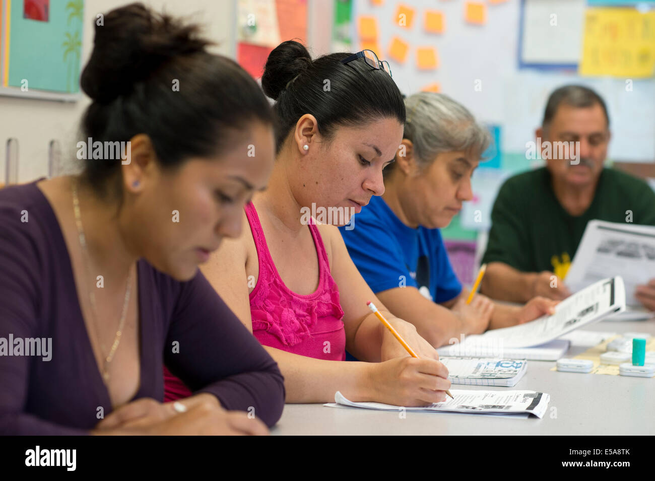 Estudiantes adultos gratis en Inglés como Segundo Idioma (ESL) clase ...