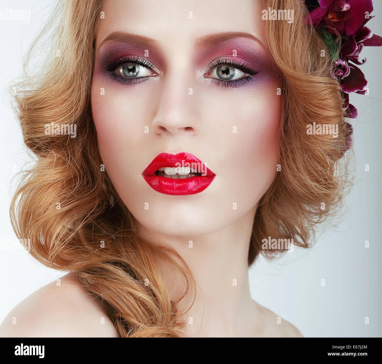 Visage. Hermosa mujer con maquillaje noche profesional Imagen De Stock