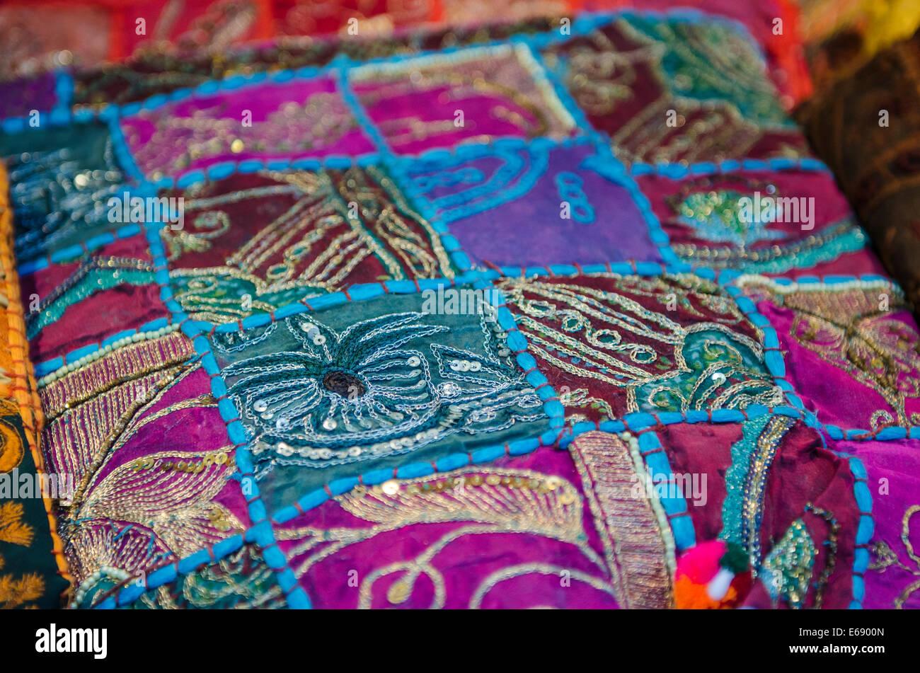 Cojines Y Almohadas De Textiles En El Mercado Souk Madinat Jumeirah - Cojines-arabes