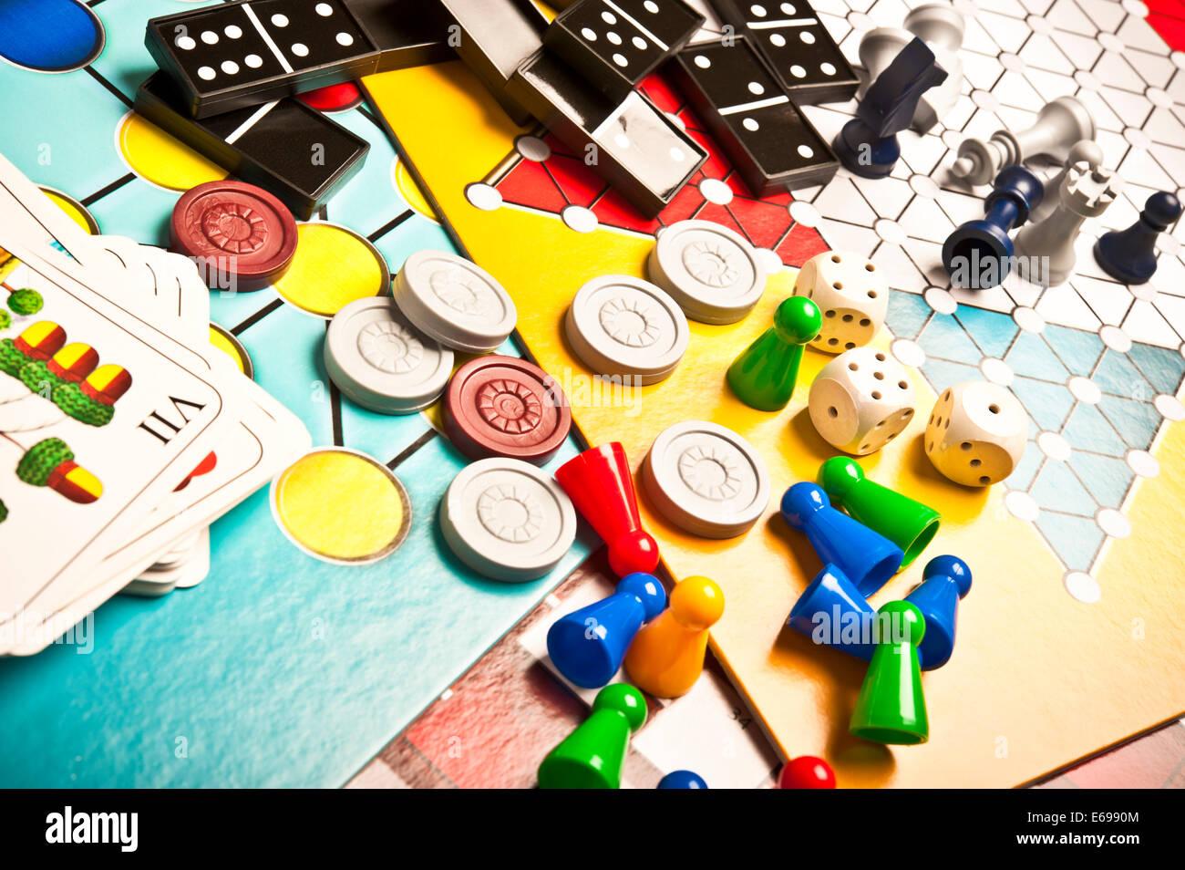 Varios Juegos De Mesa Foto Imagen De Stock 72734052 Alamy