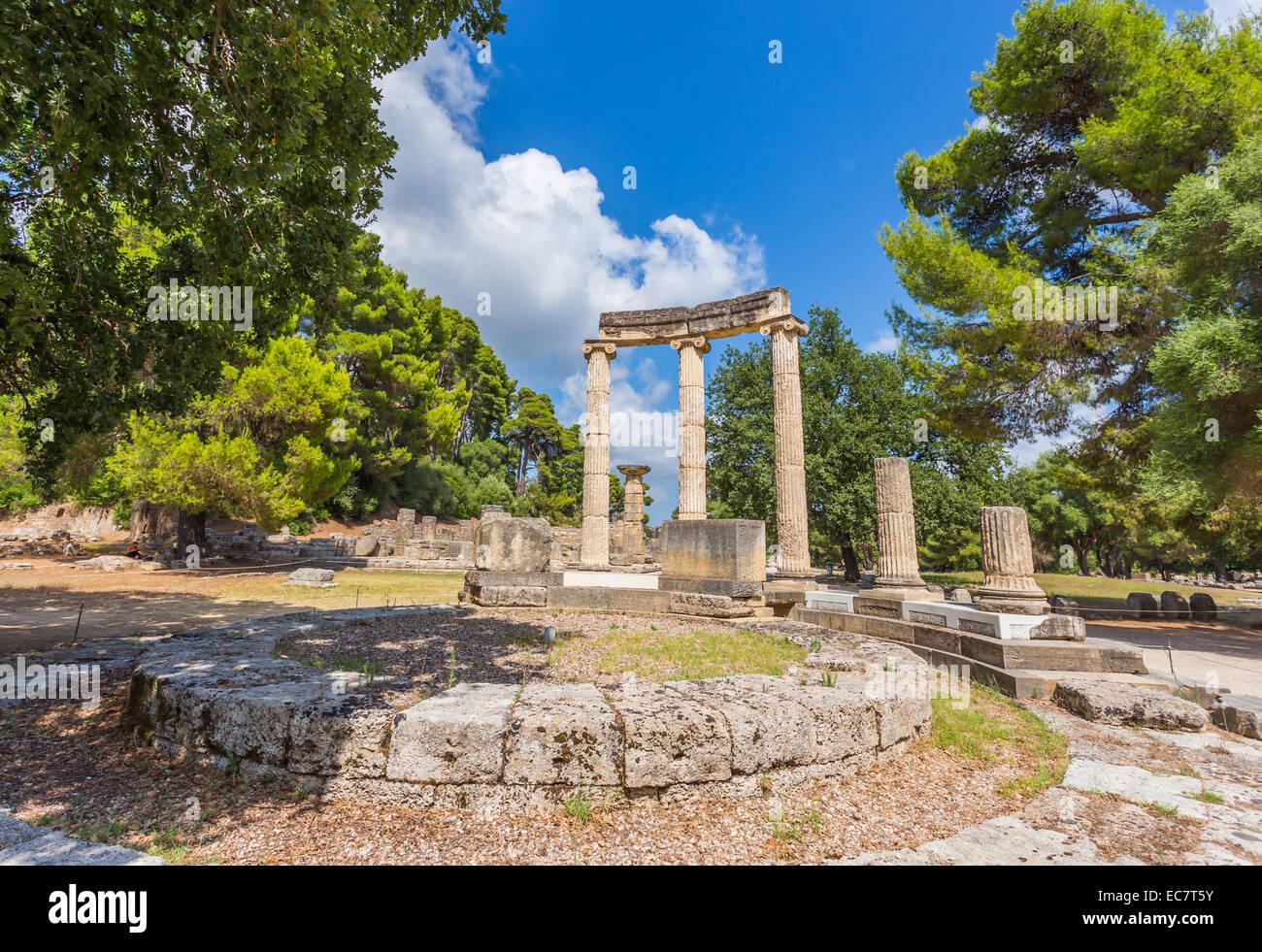 Las Antiguas Ruinas De La Philippeion En Olimpia Cuna De Los Juegos