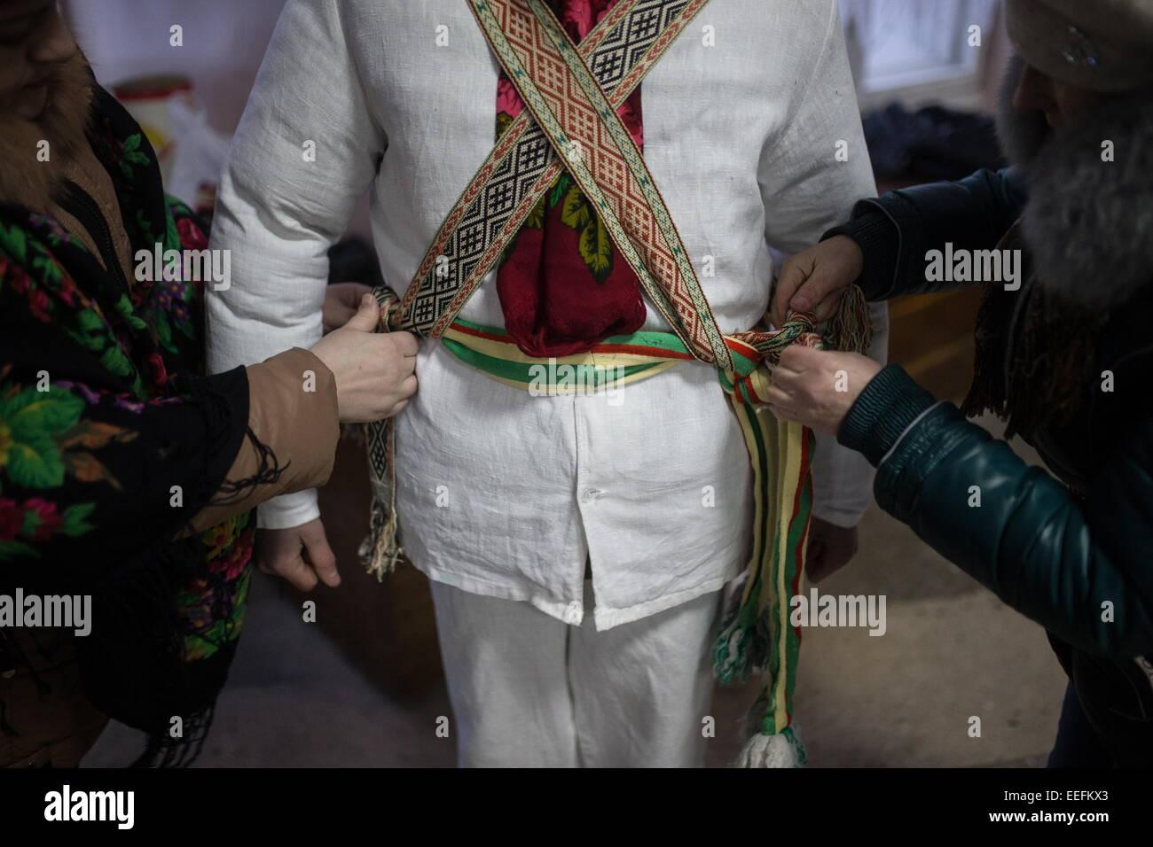 los vestirse tomar se 2015 ene evento llamado para 13 parte Kalyady Navidad para hombre celebrar zares El un en rito festivo el Año Un zares realiza IZ5Aq