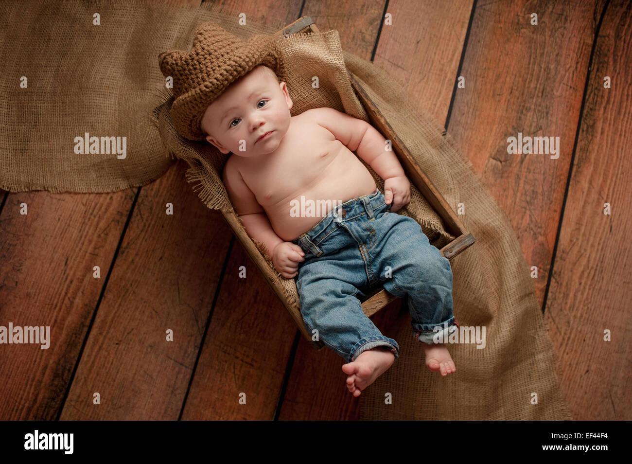 725a412d230f9 Un bebé de meses niño usando un sombrero de vaquero de ganchillo niño bebes  jpg 1300x954