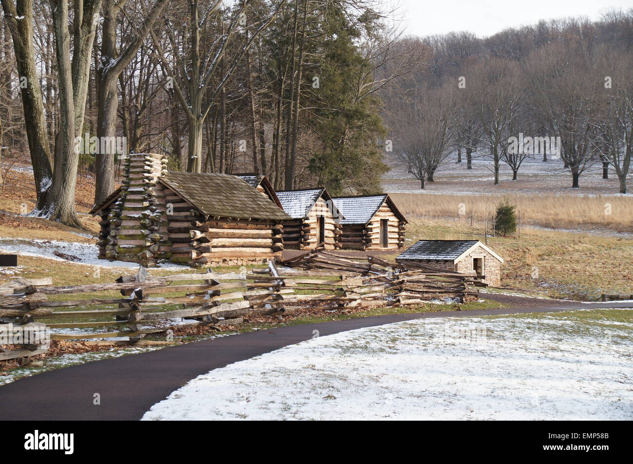 Cabanas De Madera Rodeada De Arboles En El Invierno Foto Imagen - Cabaas-de-madera-en-arboles