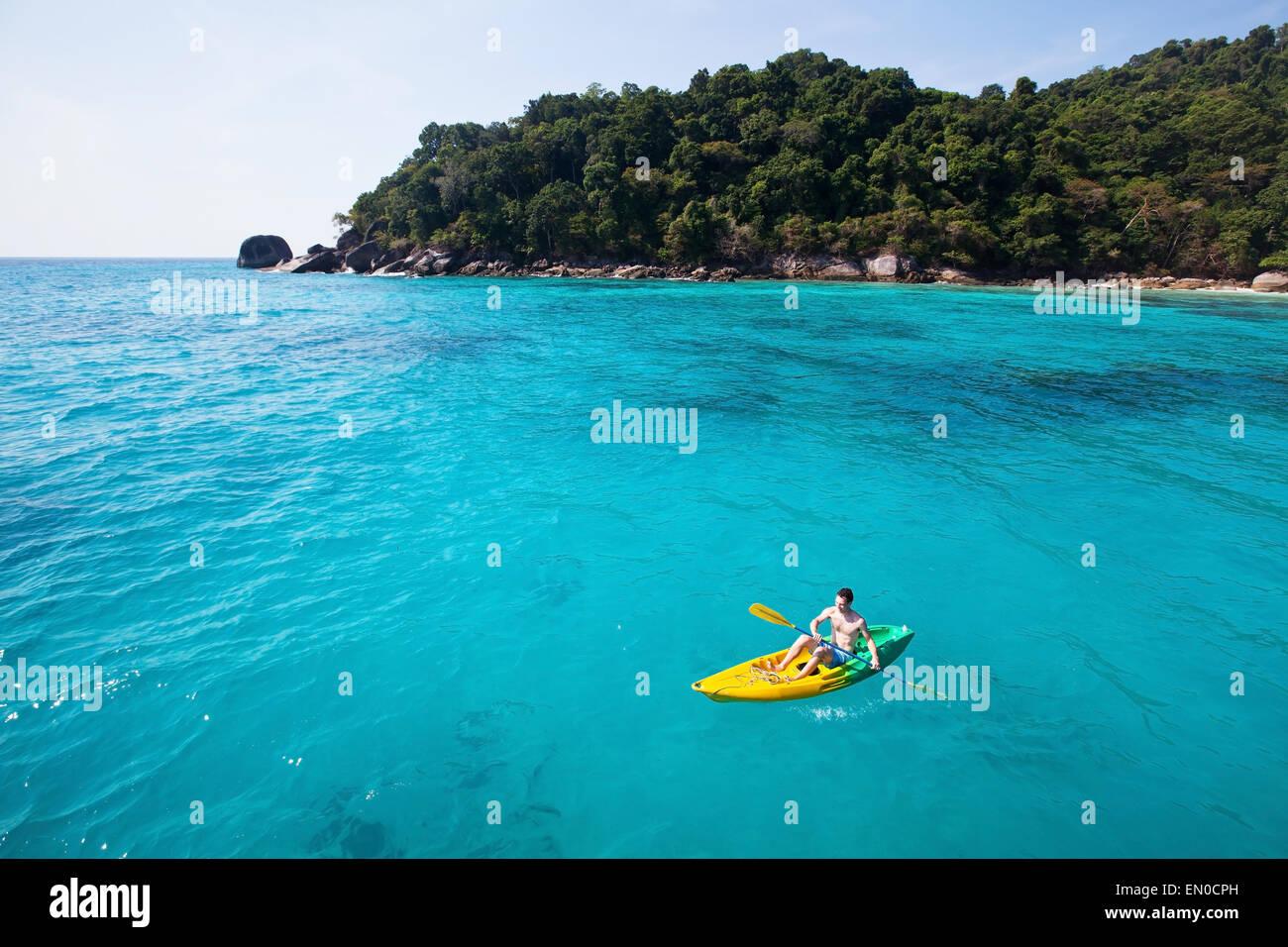 Swim im genes de stock swim fotos de stock alamy for Piscina canoe