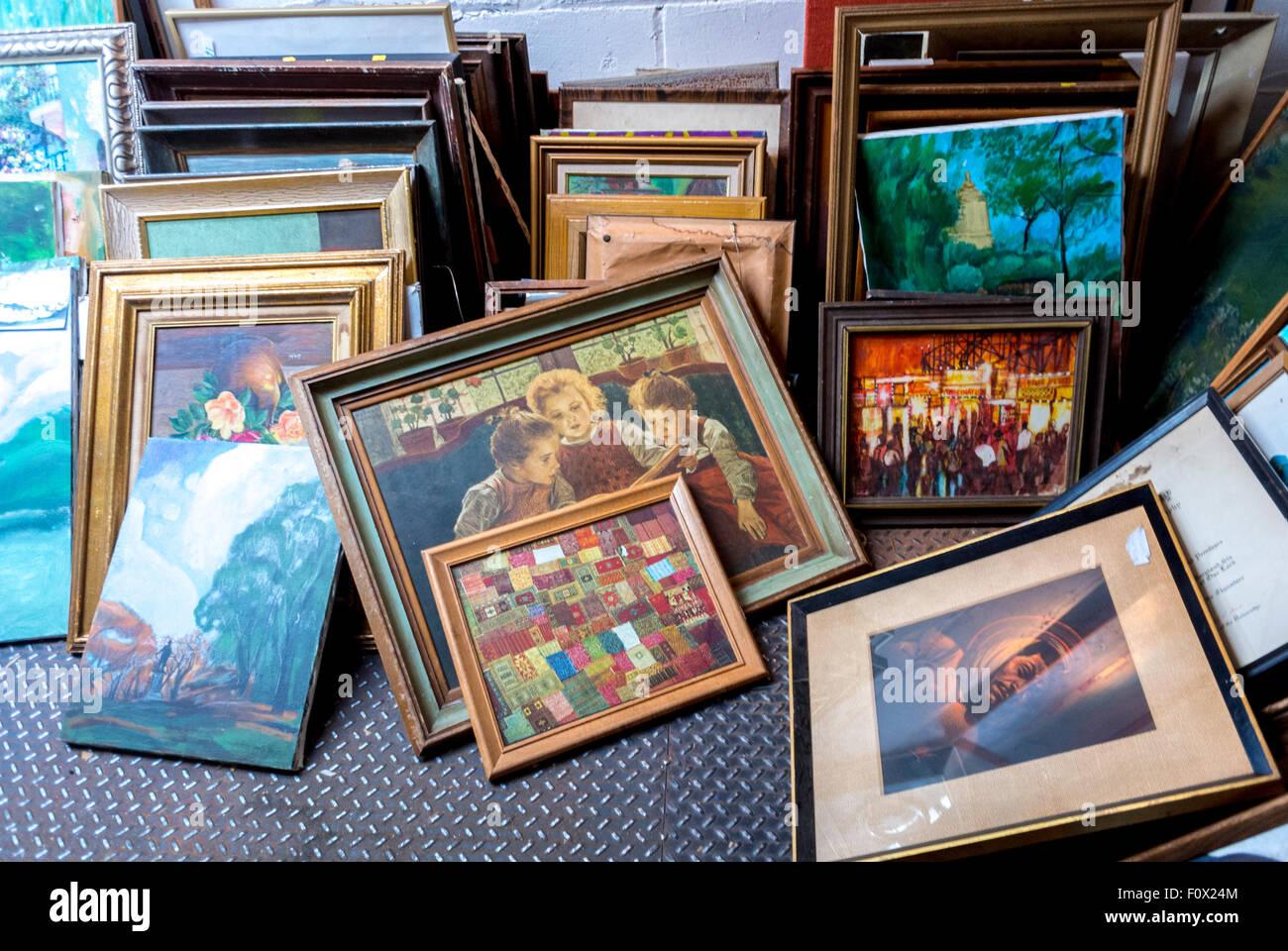 La Ciudad de Nueva York, EE.UU., viejos marcos de imagen en la ...
