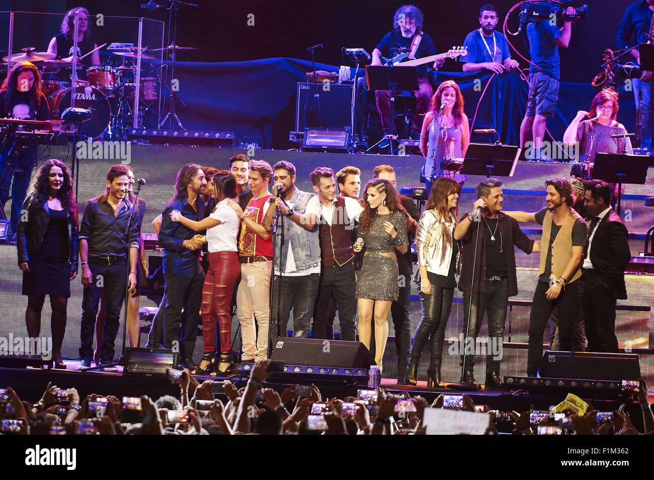 ¿Cuánto mide Vanesa Martín? - Altura Madrid-espana-4-sep-2015-alejandro-sanz-carlos-goni-malu-vanesa-martin-manuel-carrasco-ana-torroja-carlos-baute-david-bustamante-david-de-maria-etc-realiza-en-el-escenario-durante-la-cadena-dial-25-fiesta-de-aniversario-en-el-palacio-de-los-deportes-el-3-de-septiembre-de-2015-en-madrid-jack-credito-abuinzuma-alambrealamy-live-news-f1m362