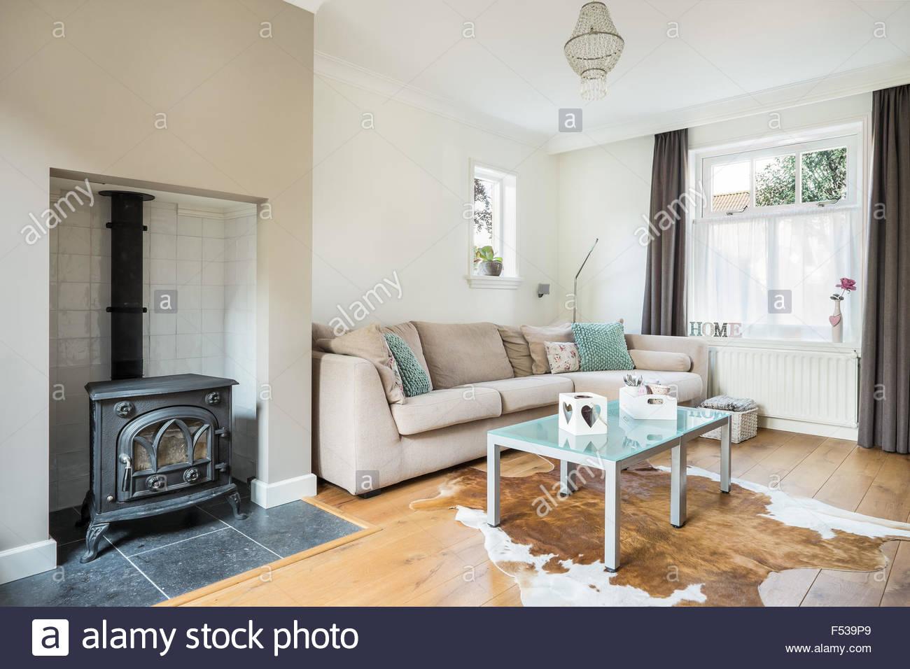 Salon pequeo con chimenea affordable decorar salon pequeo moderno imagenes planos pequeno con - Decorar un salon con chimenea ...