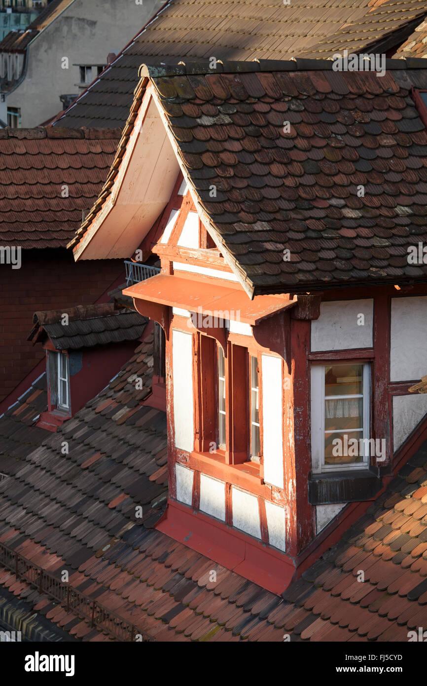 Montura tradicional estructura del techo con ventana oriel Foto ...