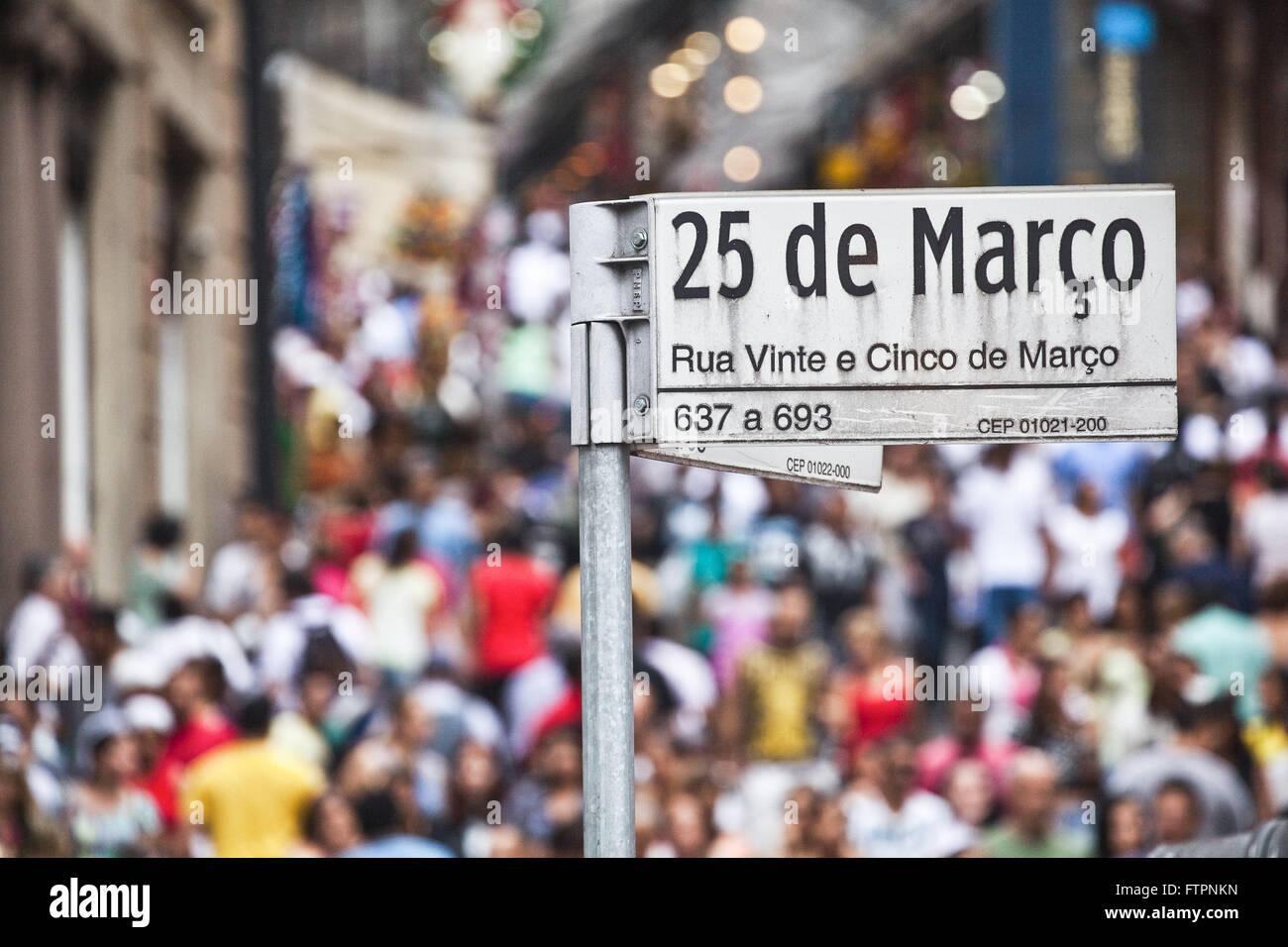 Calle signo 25 Marco Puerto pendiente con los peatones en la víspera ...