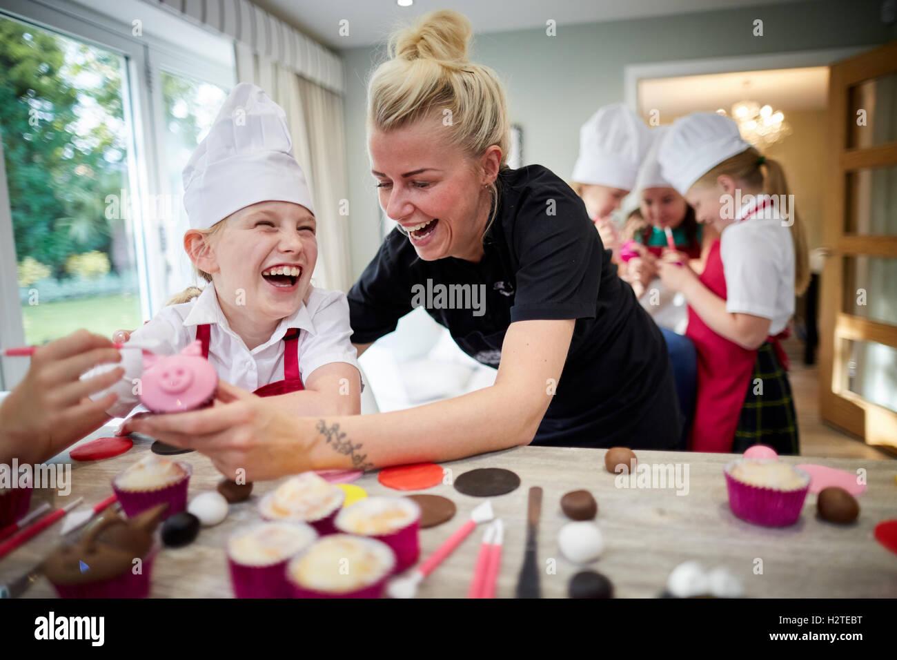 Cup Cakes Rostros Animales Granja Los Niños Se Burlan De Cocción Cocinar  Niños Niños Jóvenes Niños Adolescentes Niños Pequeños