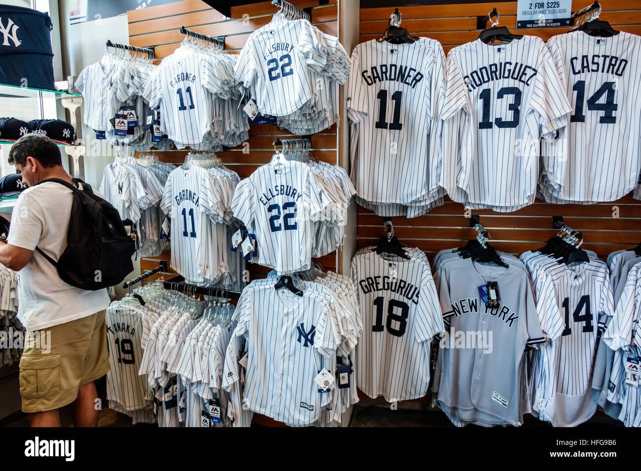 8add72d0df107 New York New York City NYC bronx ny Yankees estadio Yankee Stadium compras  Gift shop tienda equipo sports Team mercancía camiseta béisbol mostrar venta