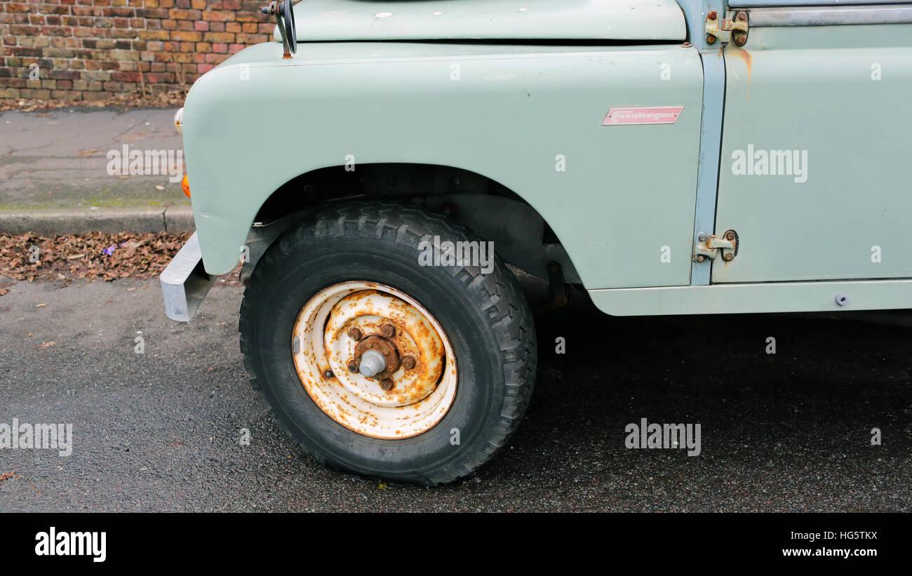 Caravana De Land Rover Convertido Foto Imagen De Stock 130436206