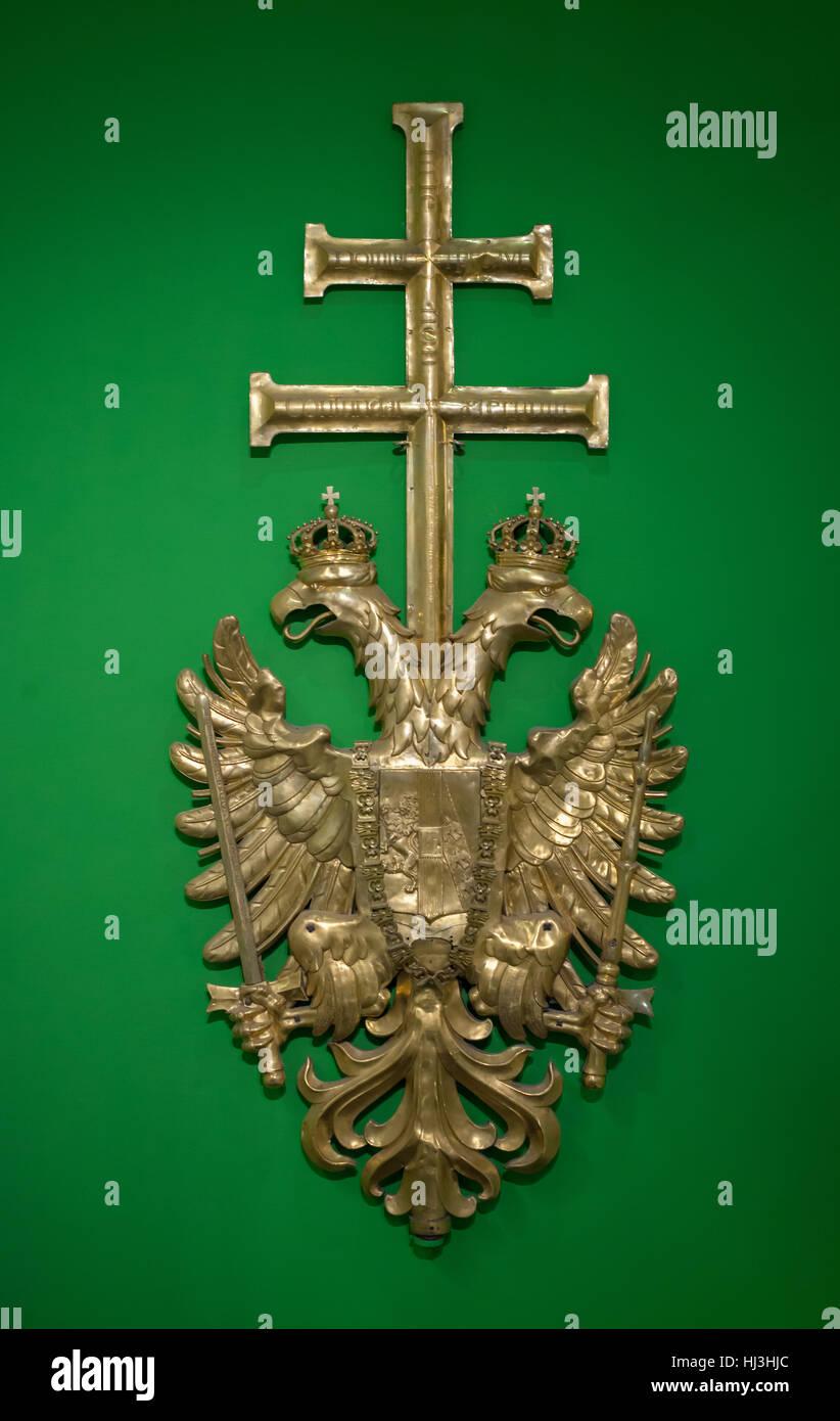 Escudo de armas del imperio austríaco desde el campanario de la ...