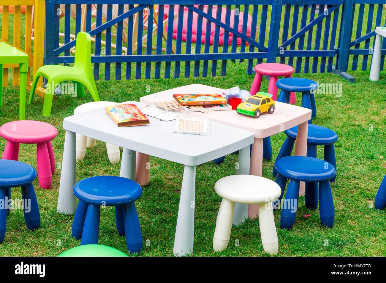 Patio Con Mesa Y Sillas Para Ninos Mobiliario Infantil Para Juegos