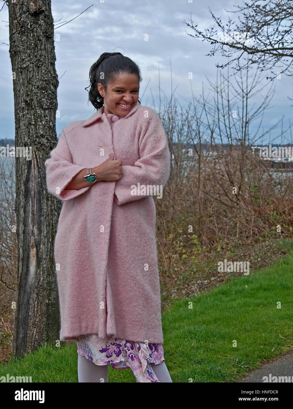 está mujer vistiendo multiétnica juguetona una bonita pose en Esta qAPgtHn