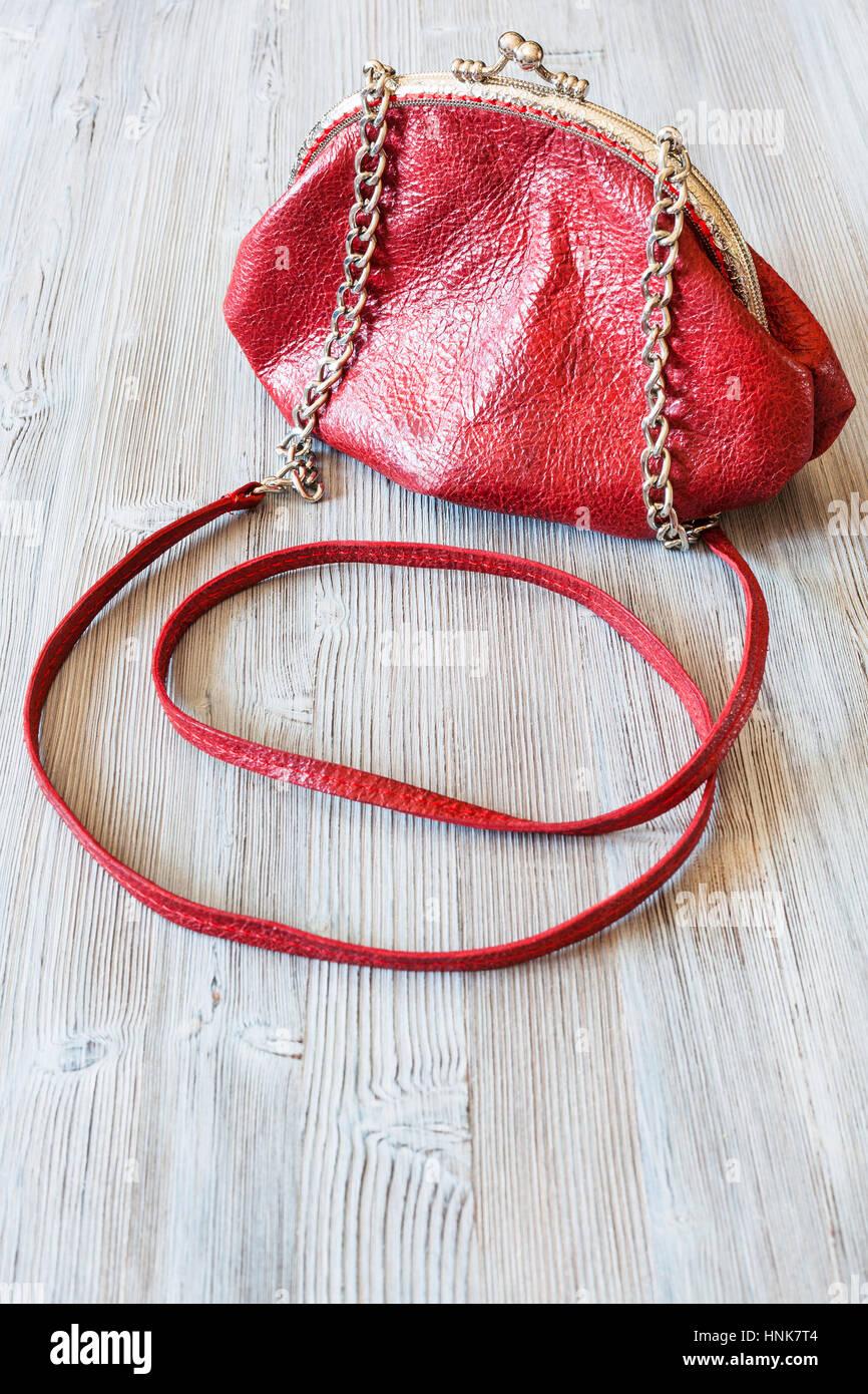 Foto La madera bolso cuero placas de mujer en rojo de pequeño vxwaHrvZ 4829988f1be6