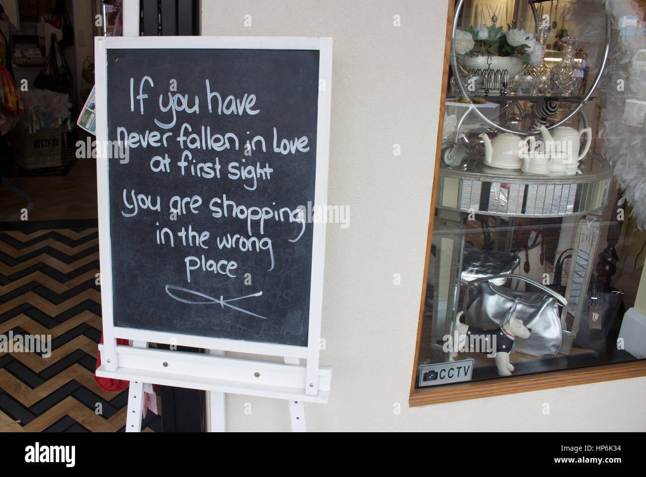 Frase Graciosa Sobre Una Pizarra En Una Tienda De Souvenirs En Nueva
