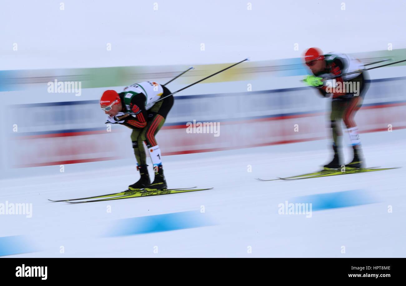 Lahti, Finlandia. 24 Feb, 2017. Eric Frenzel (l) y Johannes Rydzek desde Alemania en acción durante la combinación Imagen De Stock