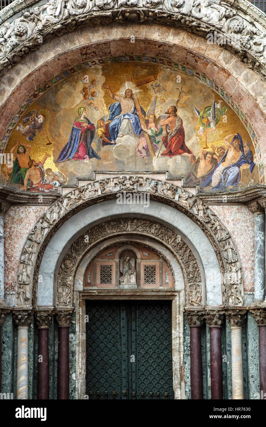 Entrada y fresco, la Basílica de San Marcos, la Plaza de San Marcos ...