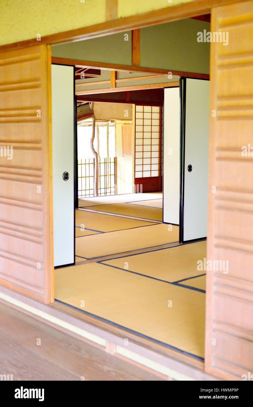 Puertas Japonesas Deslizantes Y Suelo De Tatami Tradicional De Salon - Puertas-japonesas-deslizantes