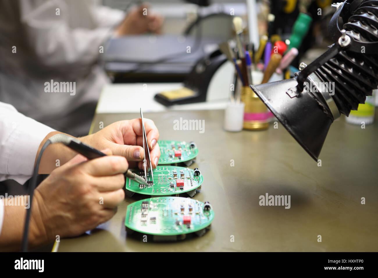 Circuito Y Servicios : Servicios de fabricación electrónica montaje manual de soldadura