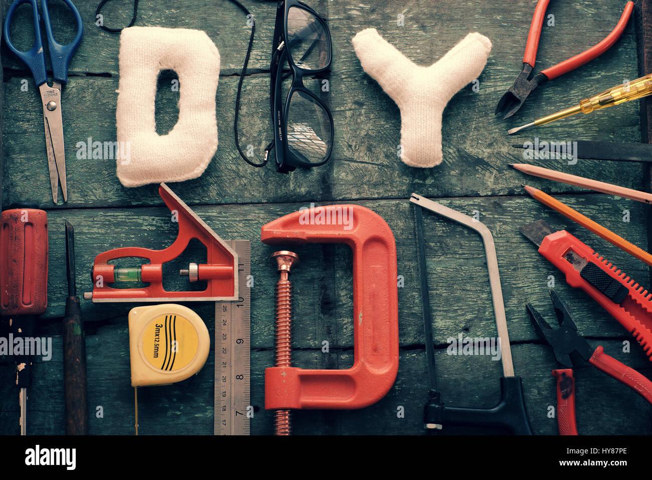 Herramientas de bricolaje fondo con el grupo de elaboración de ...