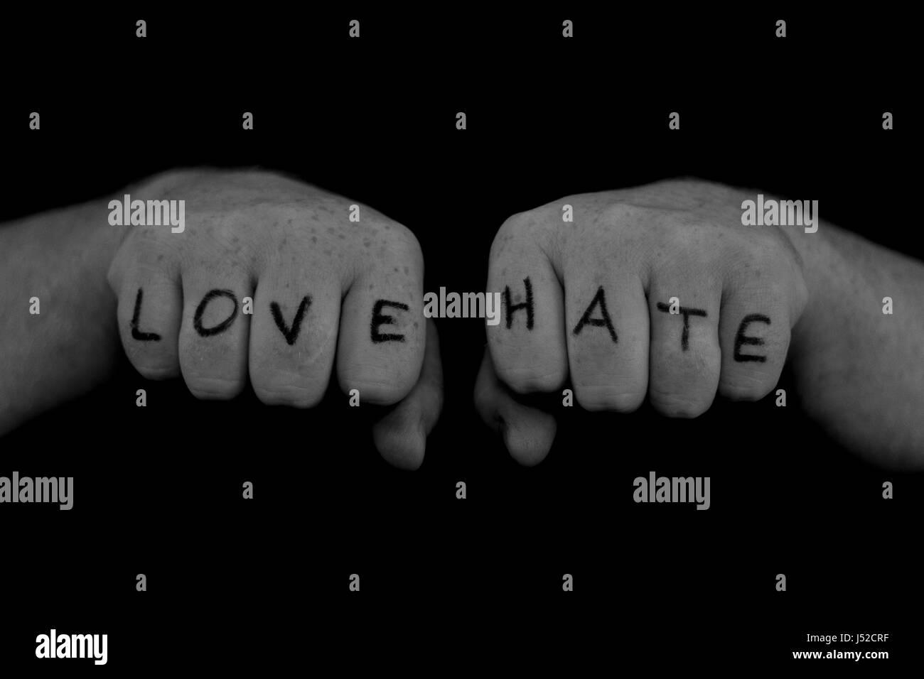 En Blanco Y Negro Amor Y Hate Knuckle Tatuaje Foto Imagen De