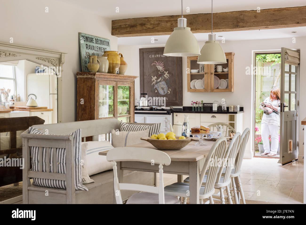 Plan abierto con cocina comedor rústico francés / escandinavo. La ...