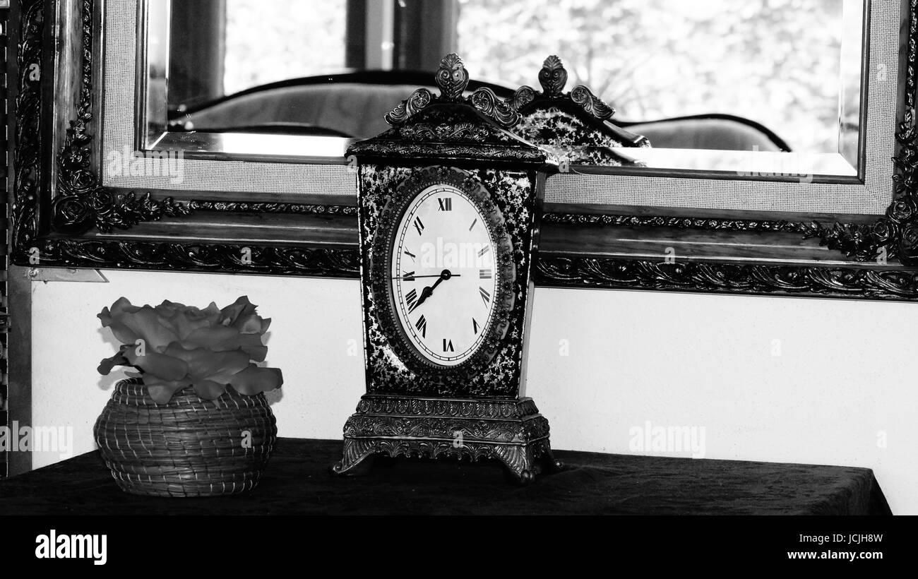 6354ef08d Un recuerdo del tiempo, una historia en cada objeto que conservamos en  nuestros hogares y por más simples que parezcan las tareas pendientes, su  significado ...