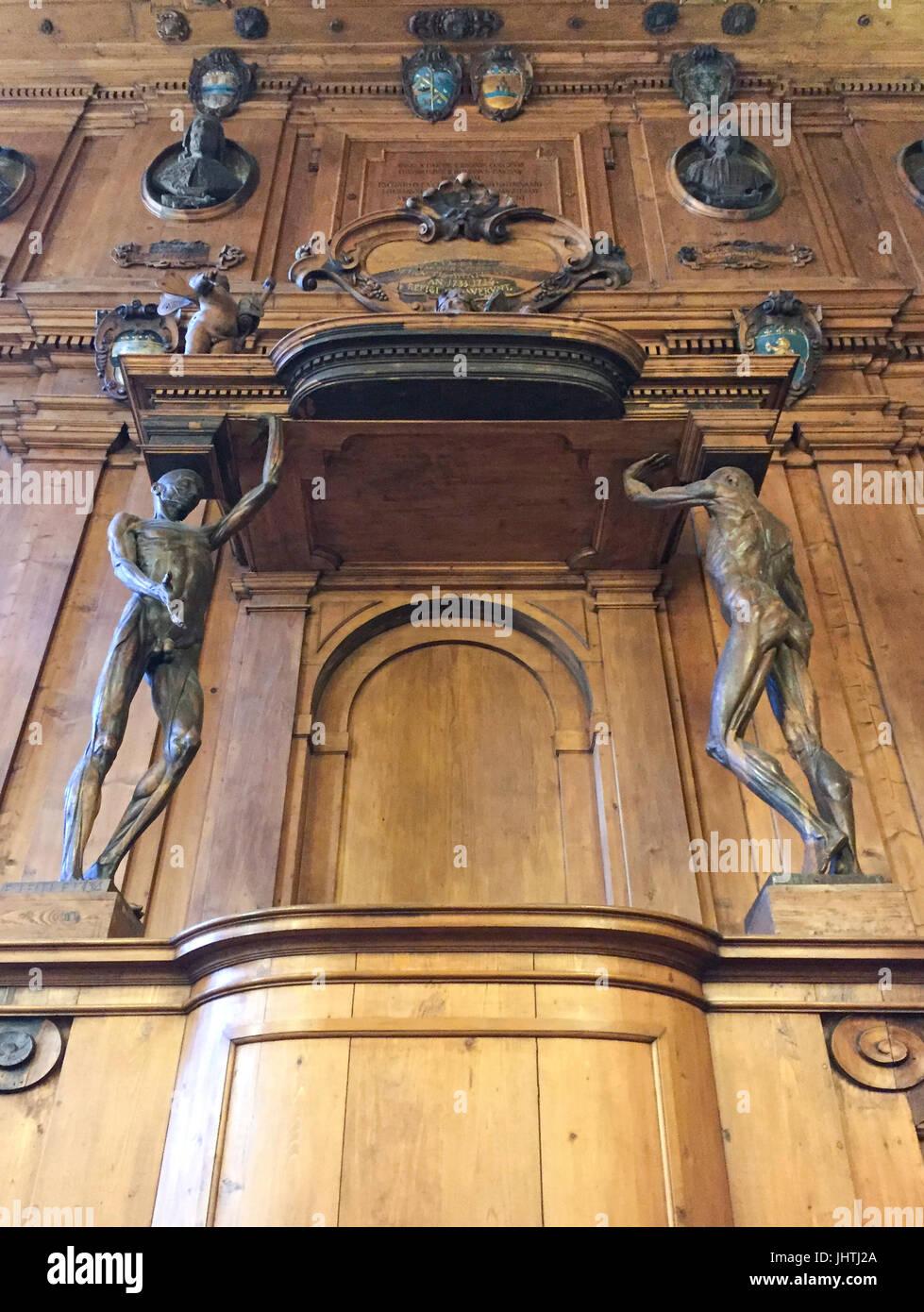 Escultura en el teatro del Archiginnasio de anatomía de la facultad ...