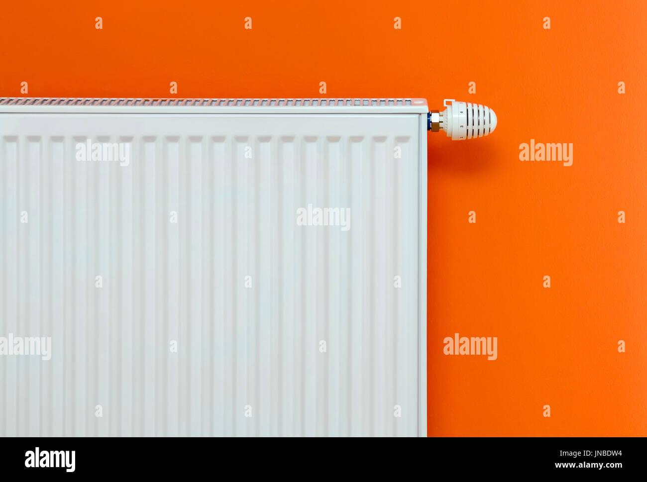 Radiador de pared perfect espacios en la cocina with for Radiadores 7 islas