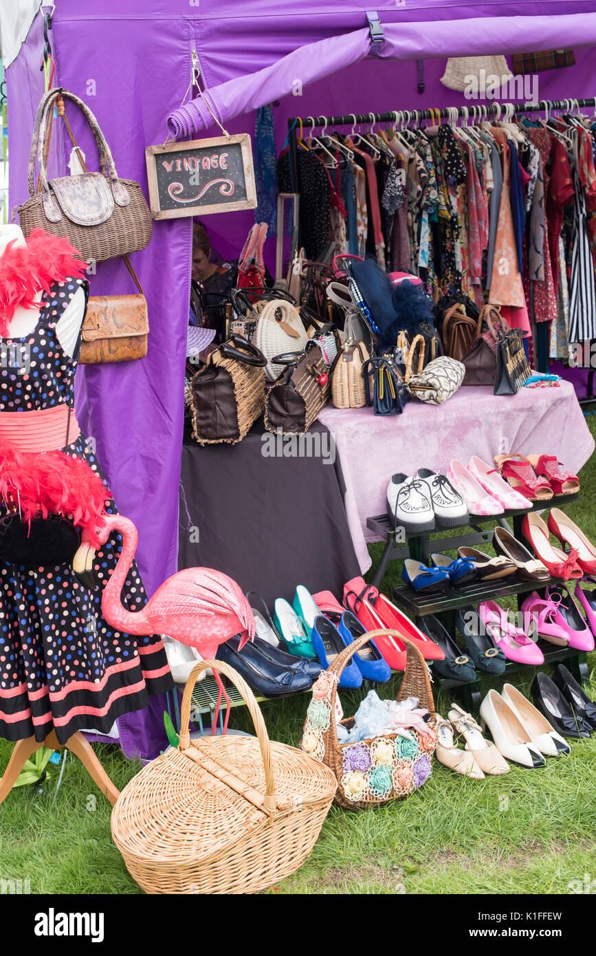 Ladies Clothes Imágenes De Stock & Ladies Clothes Fotos De Stock - Alamy
