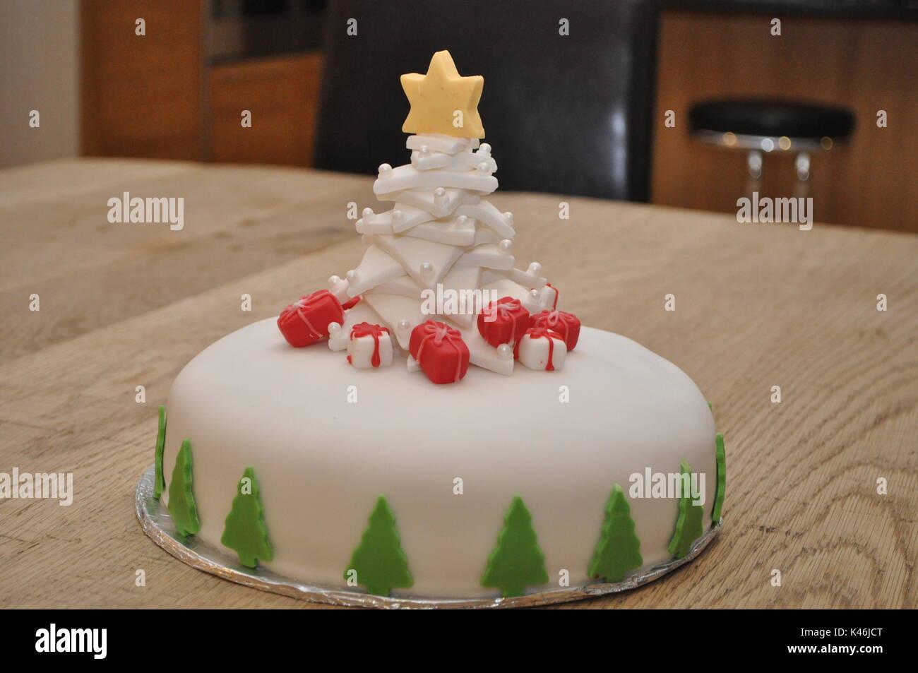 Pastel De Navidad Caseros Fondant Decorada Con Un Arbol De Navidad Y
