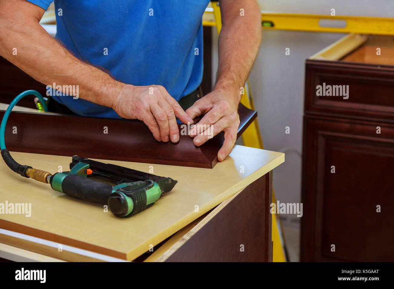 Carpenter Using Nail Gun Imágenes De Stock & Carpenter Using Nail ...