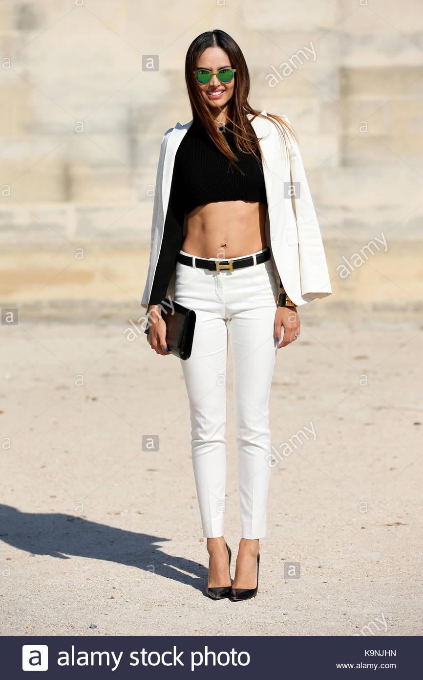 Patricia Contreras. streetstyle  fotógrafa mexicana Patricia contreras,  vistiendo un cinturón hermes, muestra su abs en una cosecha negra superior  y ... d5696b655c8