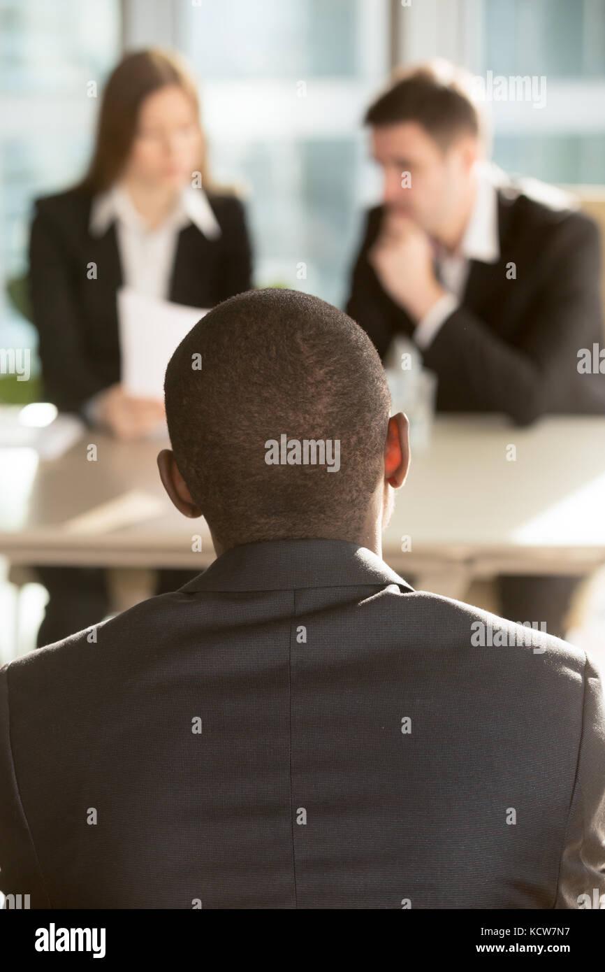 Candidato de trabajo varones afroamericanos esperando decisión de ...