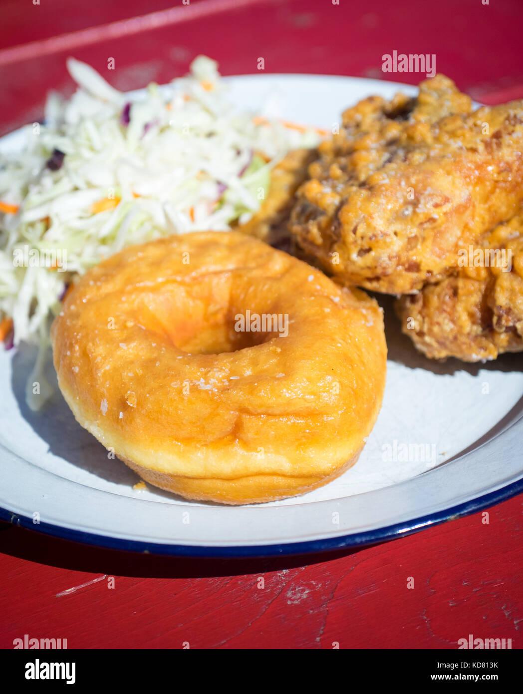 Pollo frito y rosquillas (pollo frito y donut) de tener misericordia ...