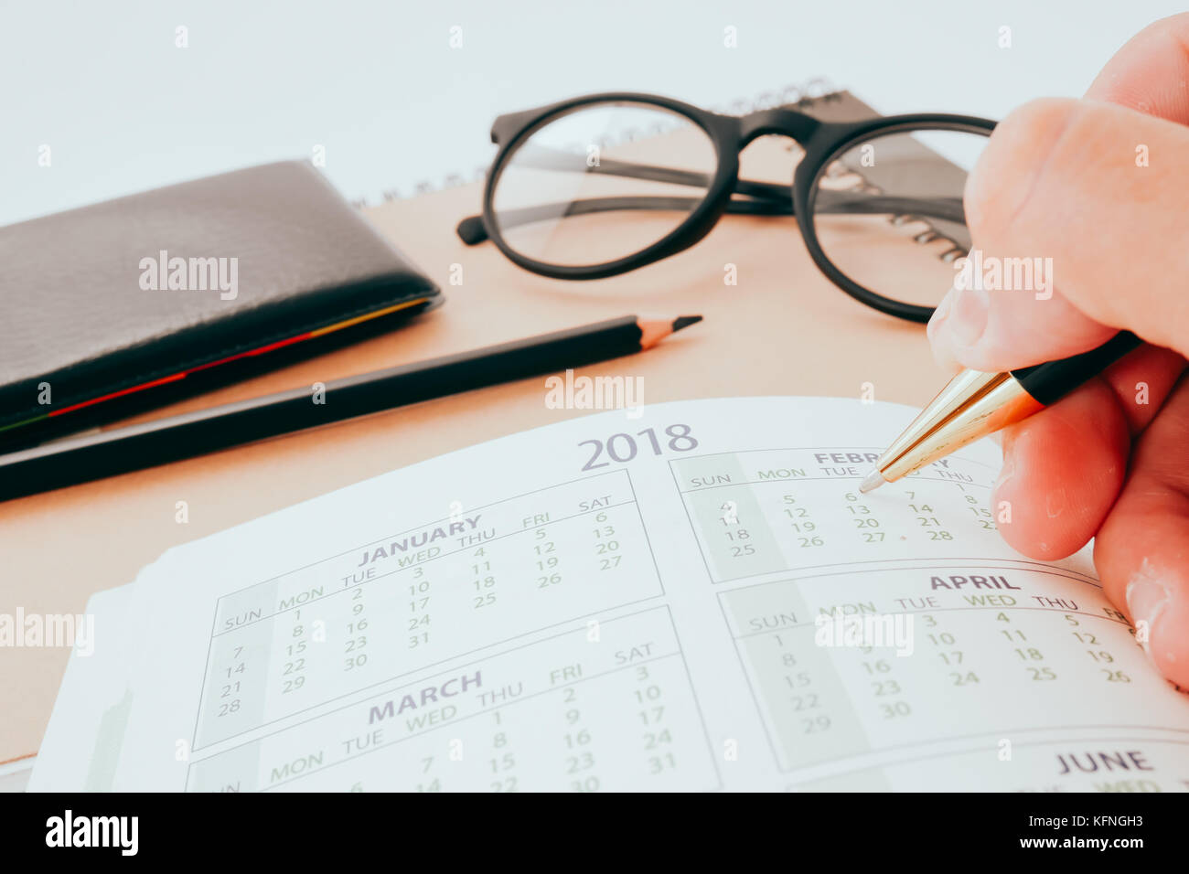 Escritura a mano en blanco cuaderno de planificación de uso de ...