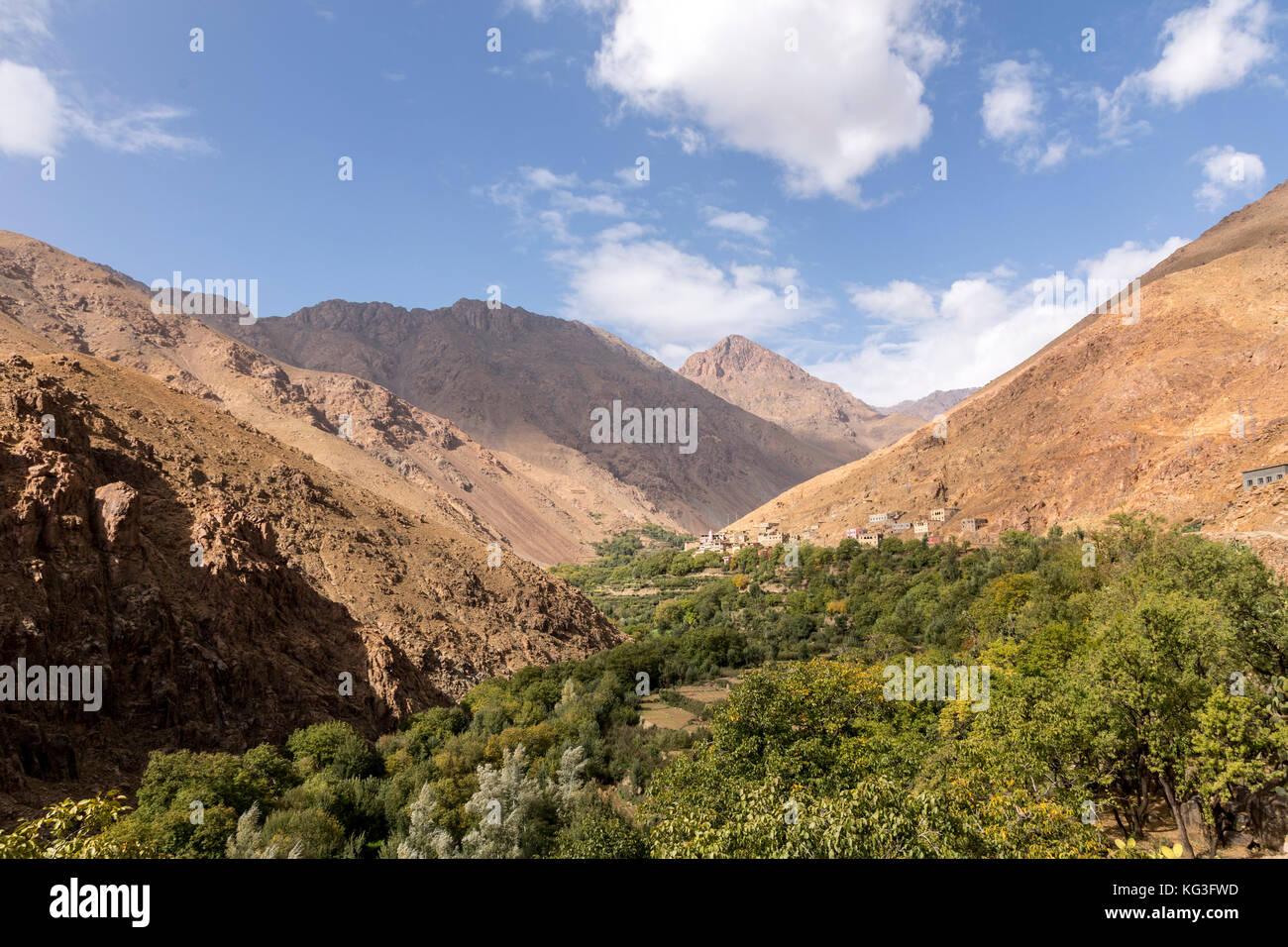 Un Valle En Las Montanas Del Alto Atlas En Marruecos Paisajes - Paisajes-asombrosos