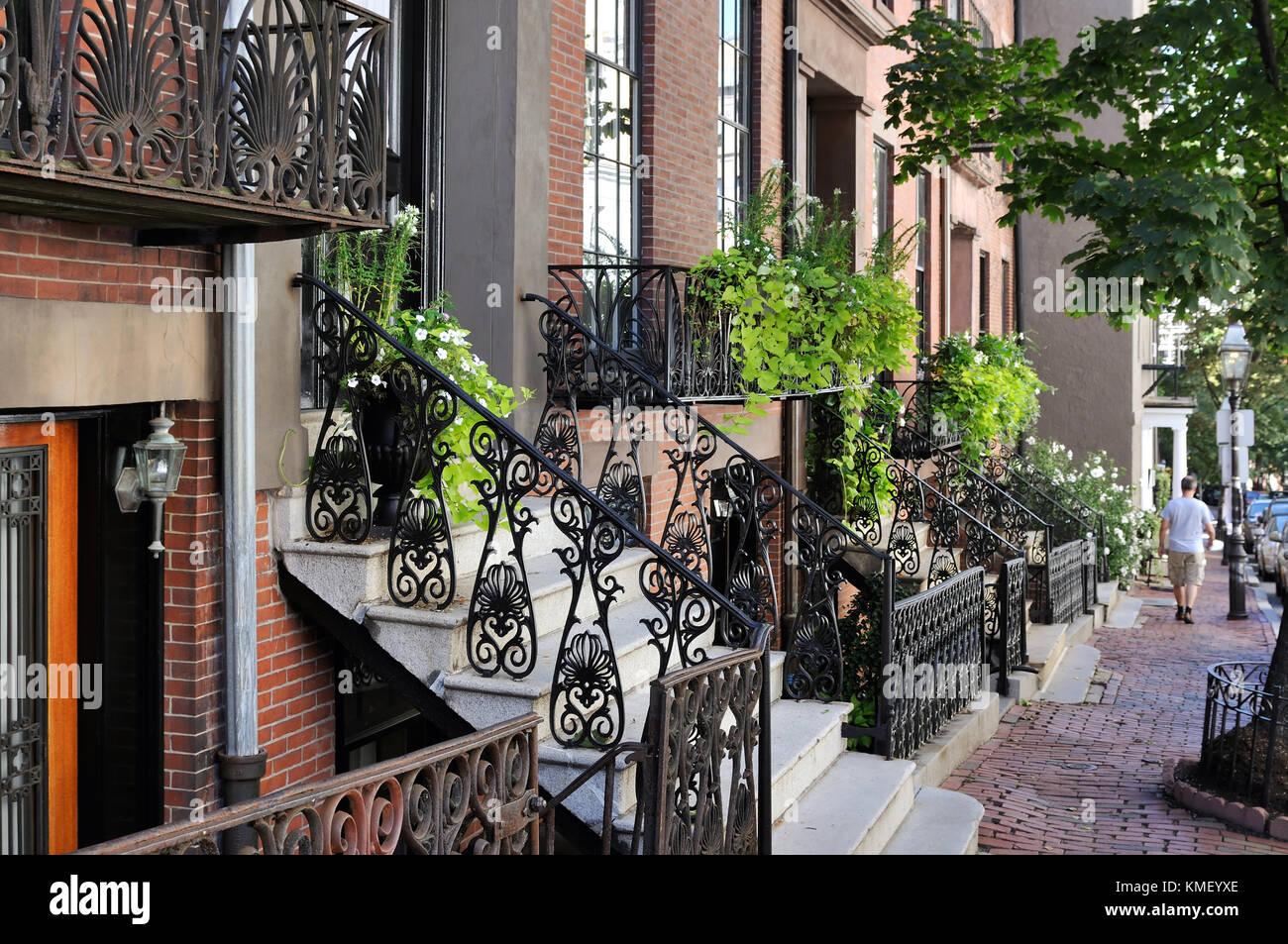 Beacon Hill, Boston. hilera de casas, veredas de ladrillo, cercas de ...