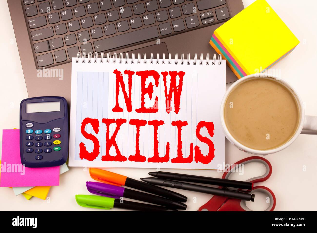 Escritura de palabras nuevas habilidades en la oficina con un ...