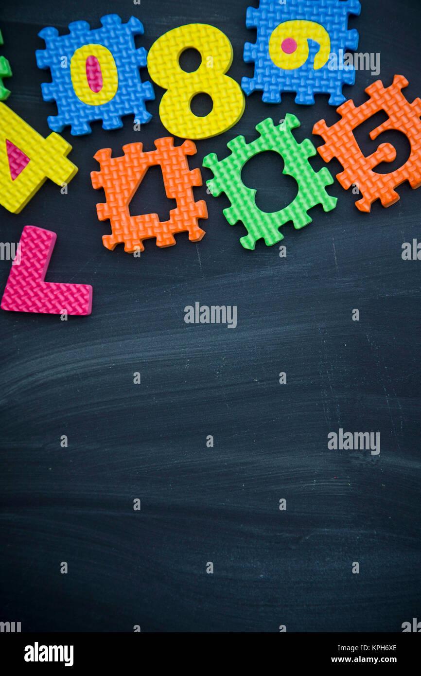 Concepto de Escuela de fondo. Una trama de números y símbolos ...