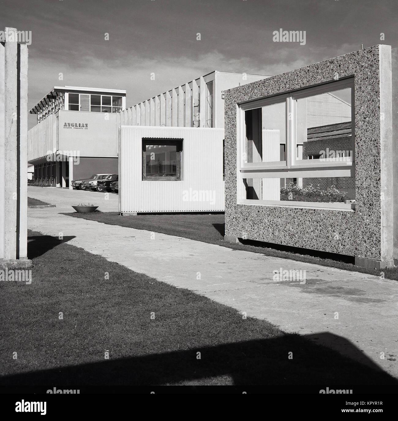 1970, imagen exterior con muestras en la pantalla de la pre-hormigón ...