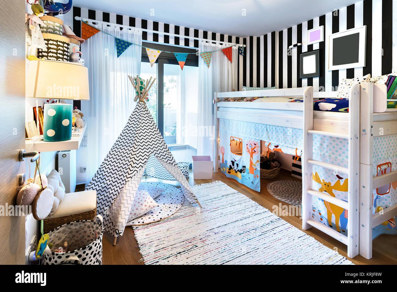 Dormitorio con litera para niños cama de madera, tienda, stands ...