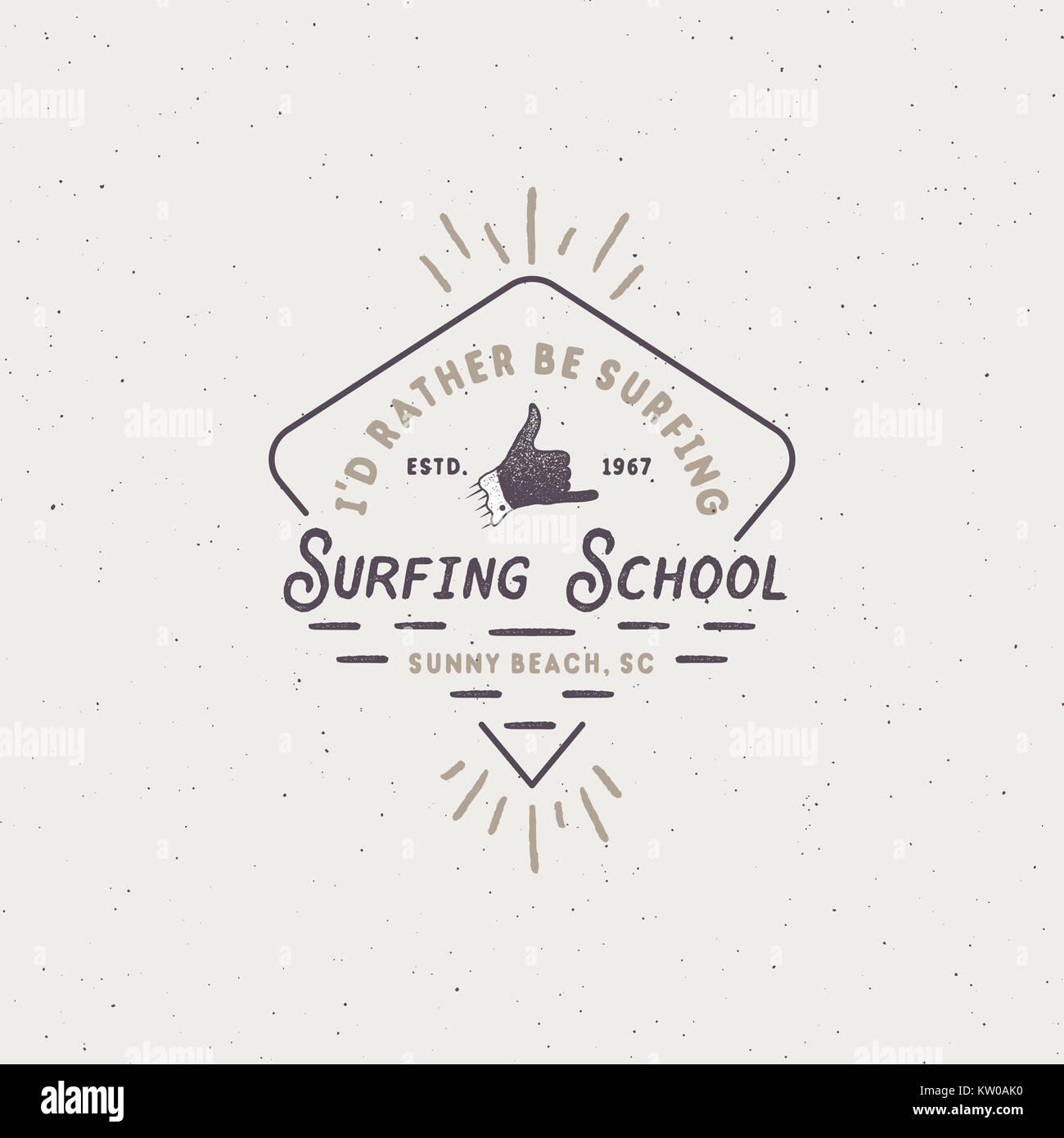 023f164ea2edc Escuela de Surf único emblema en estilo retro. Mejor para el verano de  camisetas