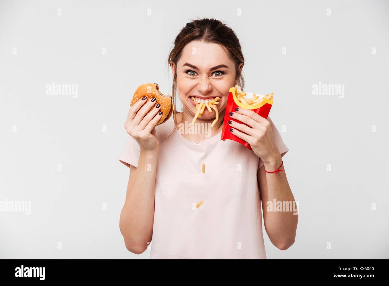 Close Up Retrato De Una Chica Guapa Hambrientas Comiendo Papas - Fotos-de-tas-guapas