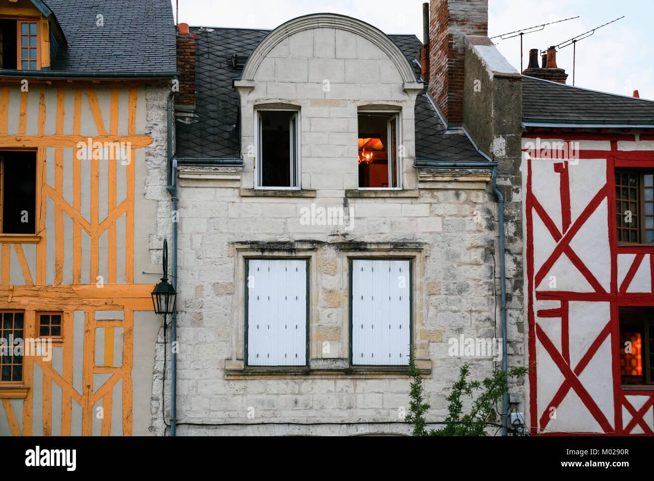 Viajar A Francia Fachadas De Antiguas Casas Urbanas Medievales En - Fachadas-antiguas-de-casas