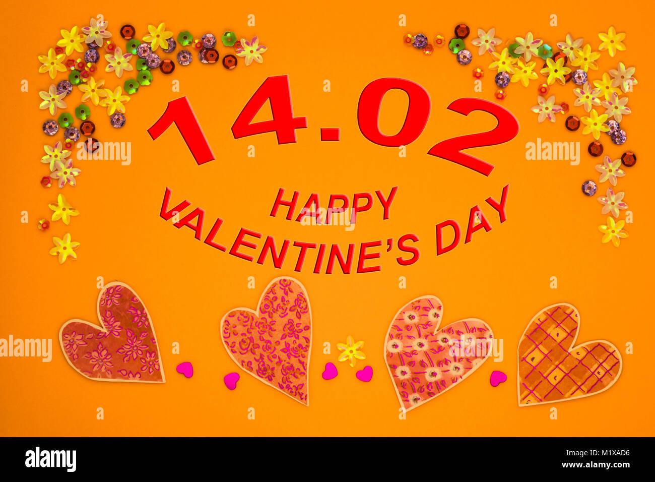 Tarjeta del Día de San Valentín con corazones sobre fondo de color ...
