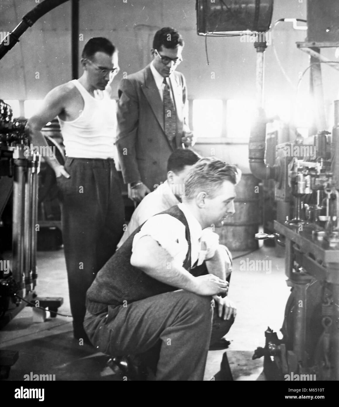 Fotografía blanco hombres muestra inspección y negro en que a cuatro AAr1qOwn